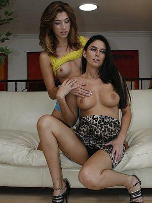 Hannah Rieley, Nikki Daniels