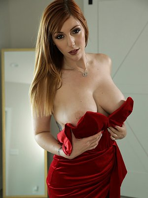 Lusty busty babe Lauren Phillips
