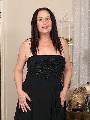 Amateur Wife Posing