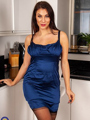 Hot Amateur Housewife Posing