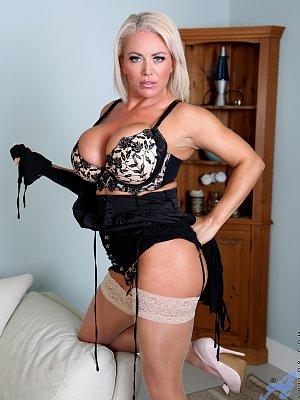 Busty mama Rebecca Jane Smyth